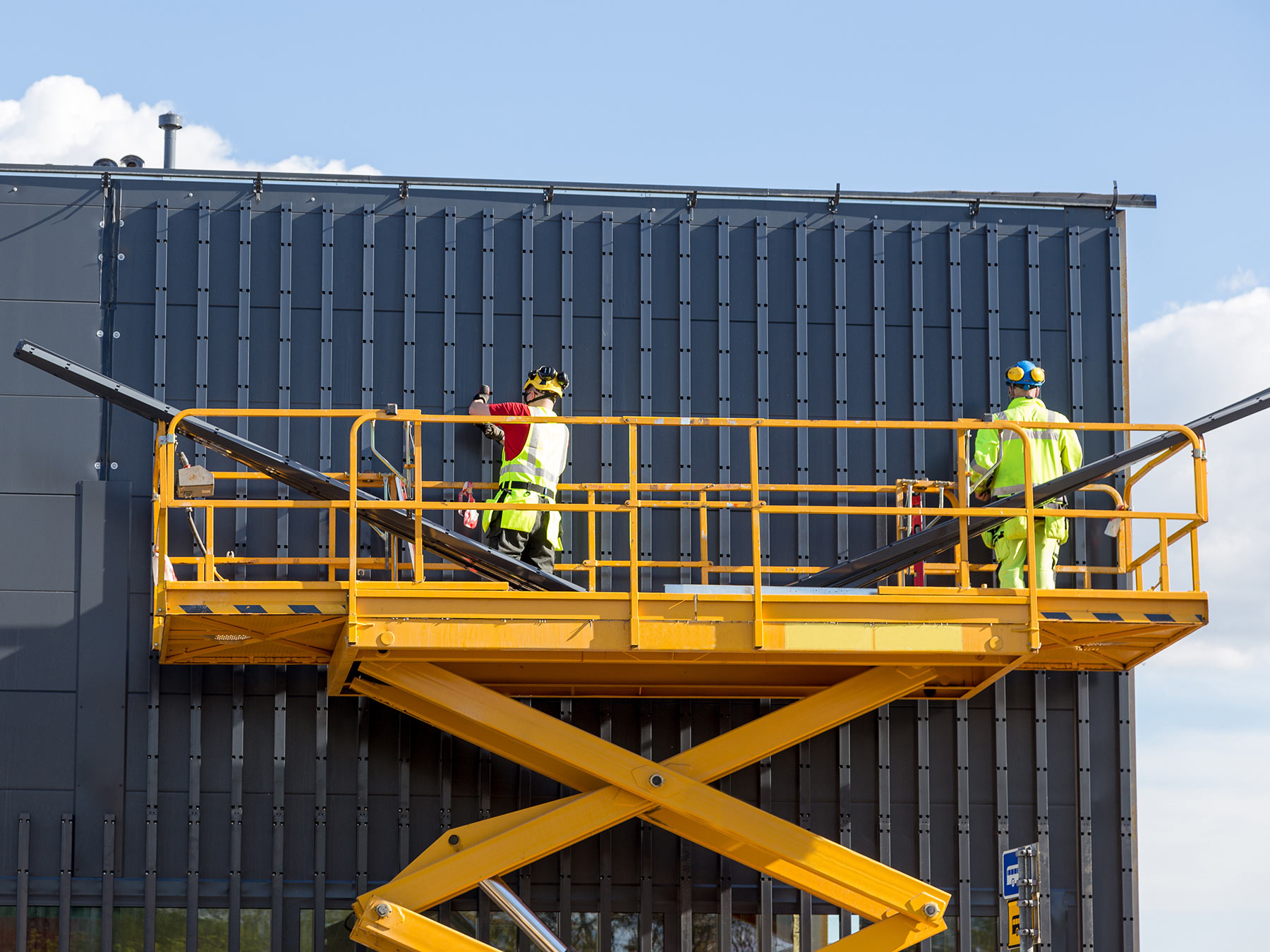 Essential Scissor Lift Safety Tips