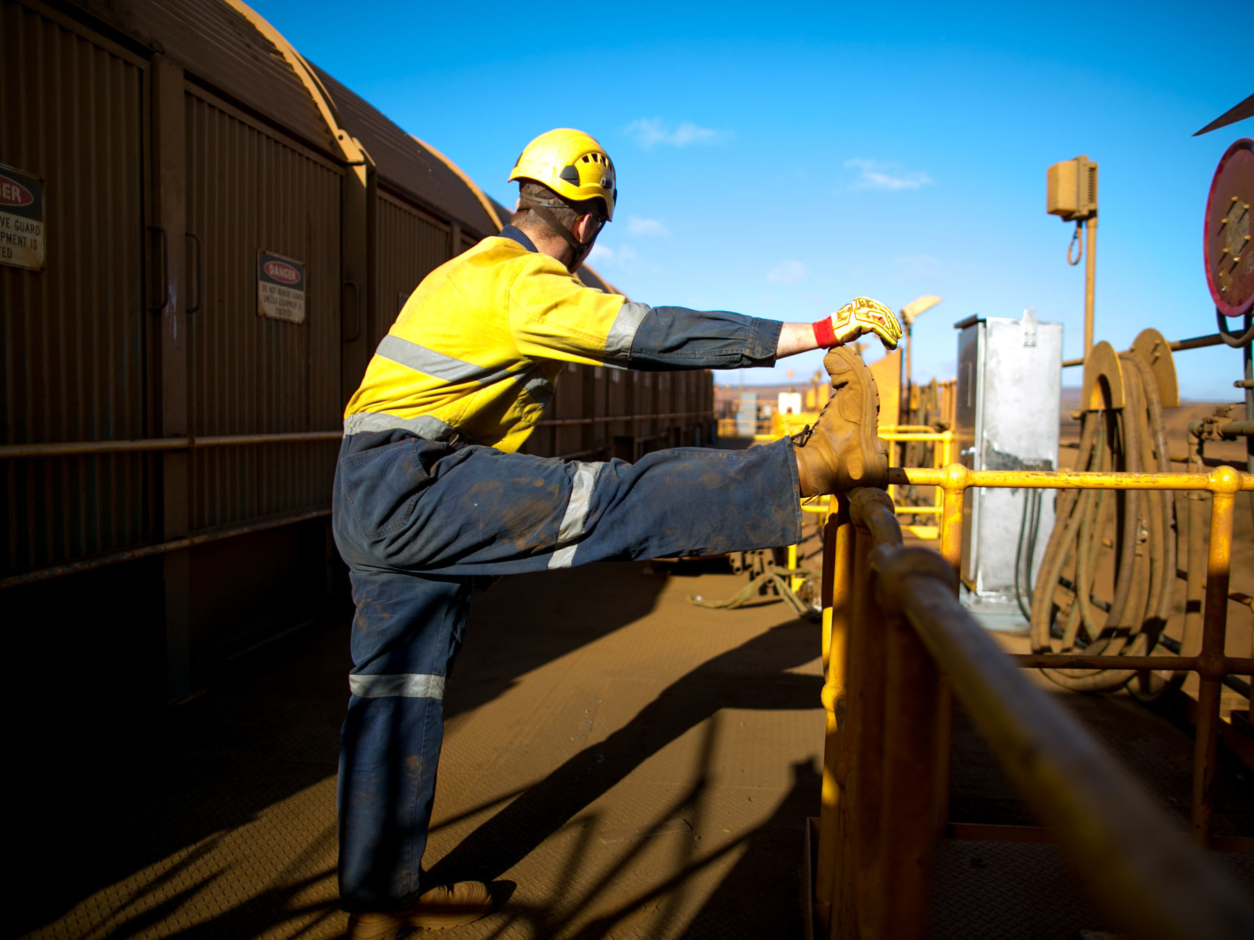 8 Stretches for Construction Workers to Lower Risk of Injury