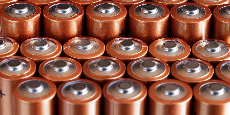 Alkaline batteries linked up