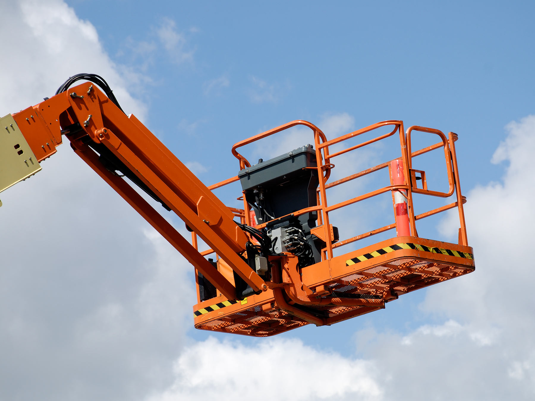 14 Essential Aerial Lift Safety Tips